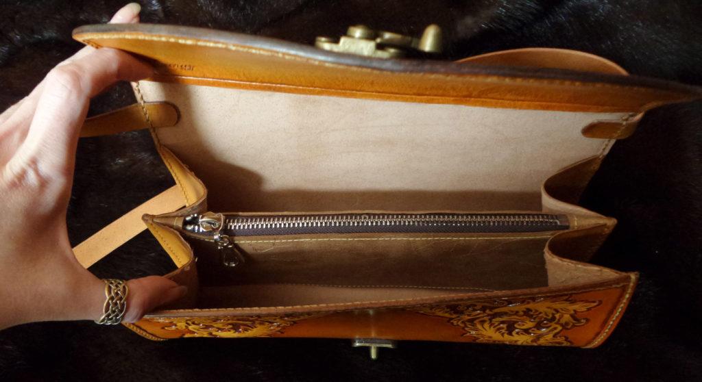 Клатч из натуральной кожи с тиснением 60