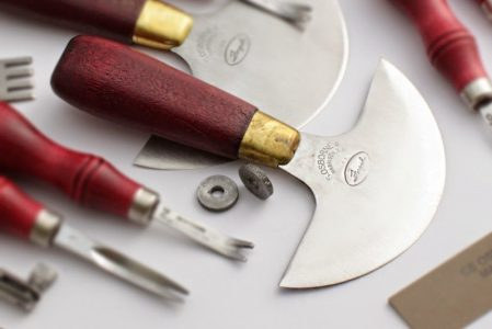 Обработка уреза кожи. Инструменты и технологии.