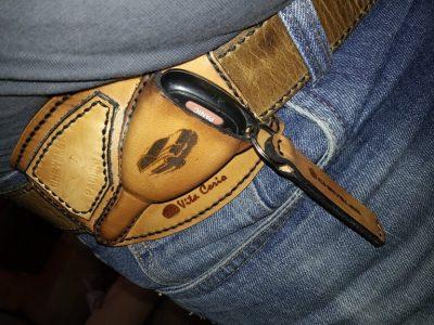 Кожаный чехол на ключ 11