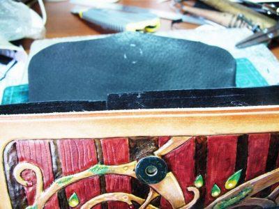 Кожаный кошелек с тиснением 22