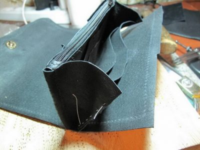 Кожаный кошелек с тиснением 24