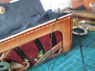 Кожаный кошелек с тиснением 30