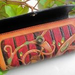 Кожаный кошелек с тиснением 32