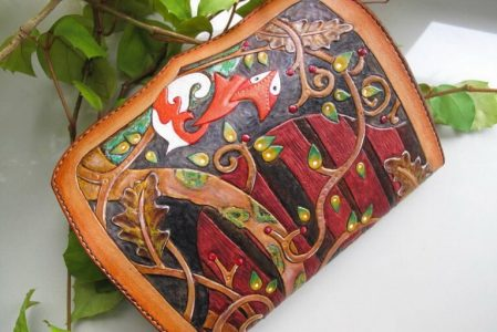 Кожаный кошелек с тиснением