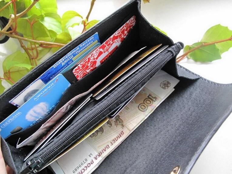 Кожаный кошелек с тиснением 35