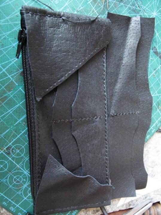 Кожаный кошелек с тиснением 9